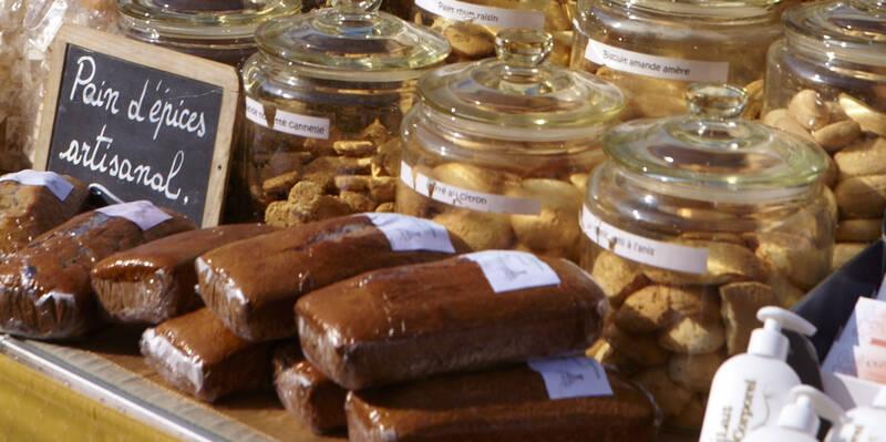 O pão de especiarias sobre as barracas nas nossas feiras © Studio Piffaut