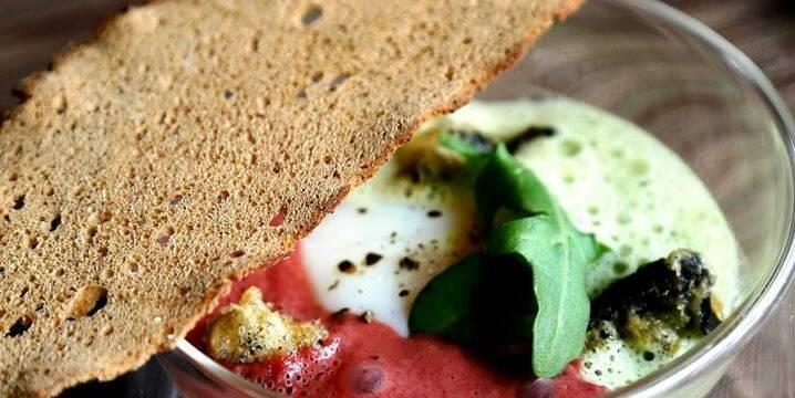 Ovo a 62 graus& pão de especiarias crocante © Le Charlemagne Pernand Vergelesses