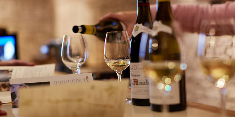 Degustação de vinho branco © Maison Jospeh Drouhin